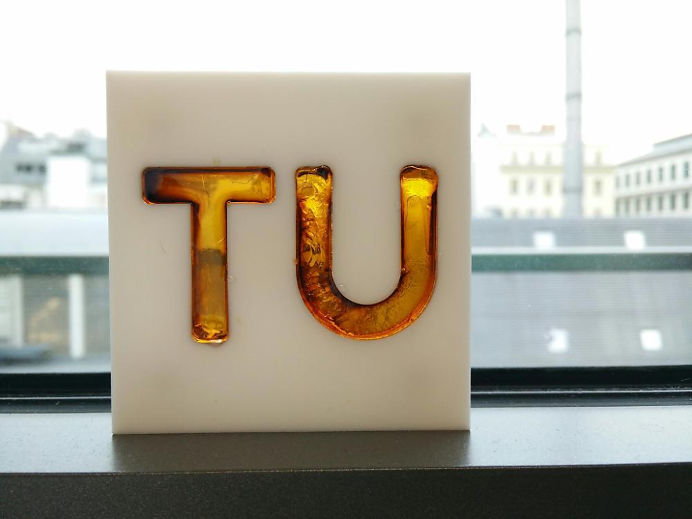 UV-Lichtblitz lässt Kunstharz aushärten – bmvit INFOTHEK